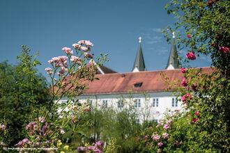 Innradweg Klostergarten Kloster Gars Inn Salzach Tourismus Wolfgang Gasser